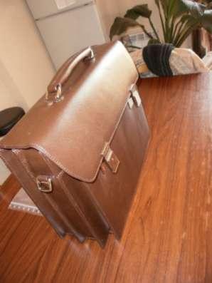портфель для ноутбука TOSHIBA Кожанный,Новый