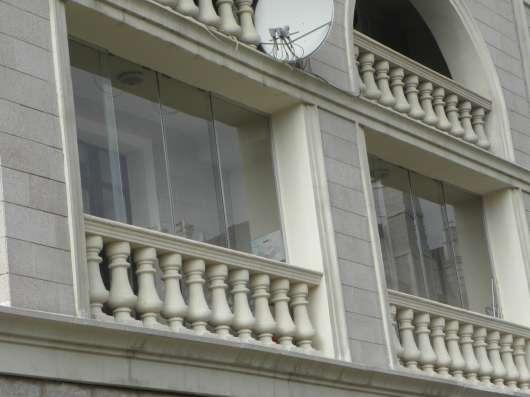 Безрамное остекление балконов, террас, беседок в Омске Фото 6