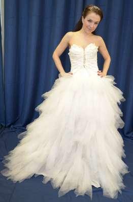 Озорное пышное свадебное платье