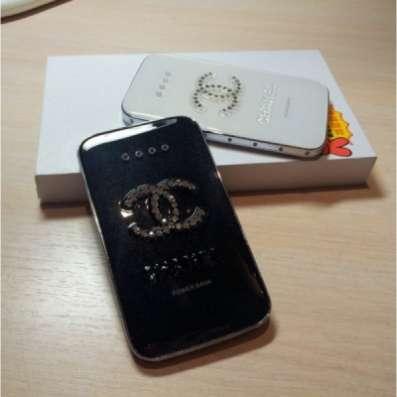 Портативное зарядное устройство Chanel