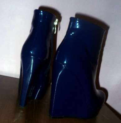 Предложение: Полусапожки лаковые синие