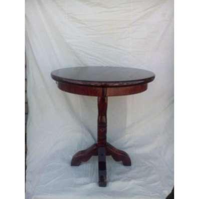 Круглый стол индийского стиля