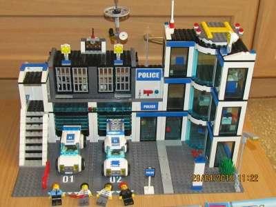 """игрушку Лего Сити """"Полицейский уча"""