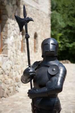 Скульптура средневекового рыцаря