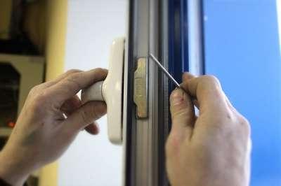 Ремонт и регулировка окон и дверей в Сочи Фото 4