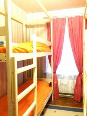 Сдается койко-место женщине в двухкомнатной квартире на длительный срок