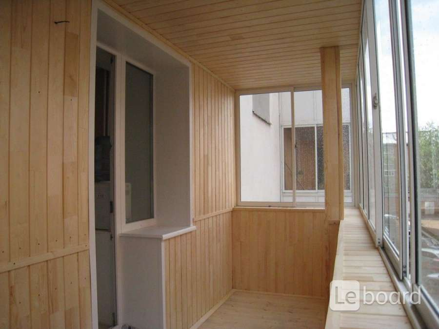 Отделка 6 м балкона деревянной вагонкой в дзержинском.